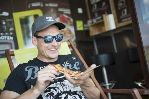 Autowäsche als Erlebnis: In unserem 24h-Shop erhlaten Sie ofenfrische Pizzen, frischegemahlenen Kaffe sowie zahlreiche Snacks!